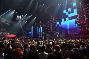 Tom Kenny uses Elation ACL 360 Matrix in MTV EMA set
